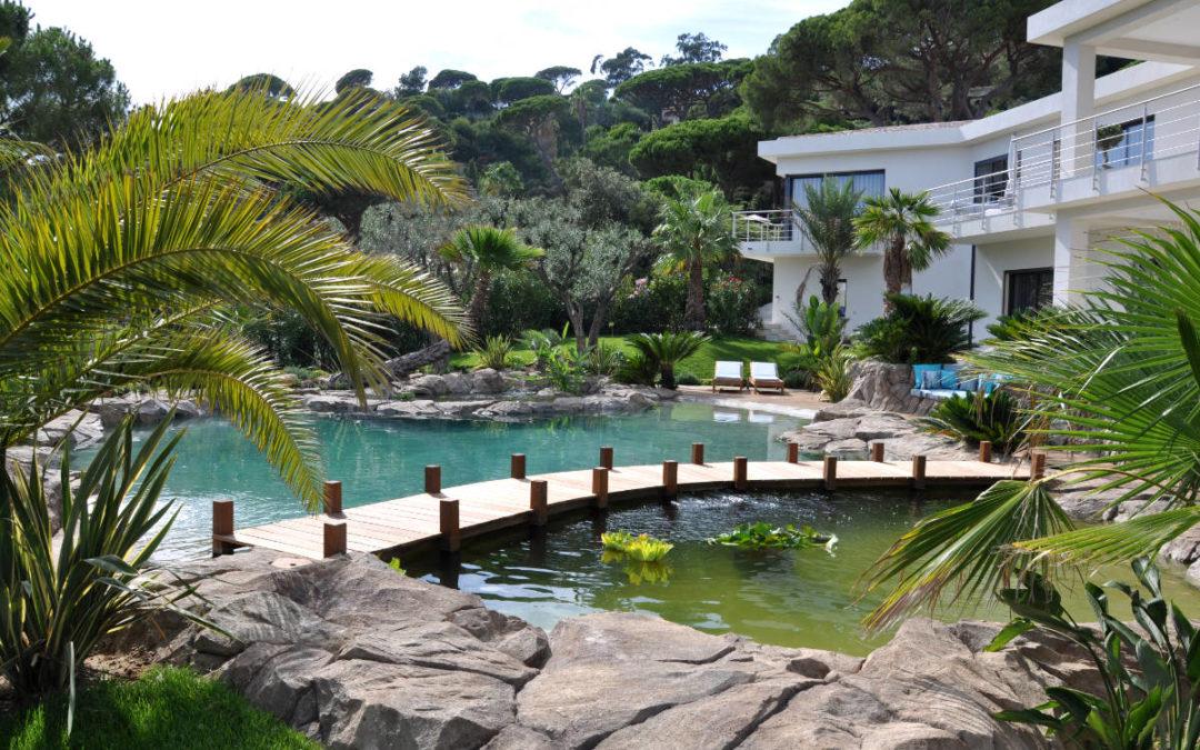 Une piscine qui a du style pour une maison d'exception